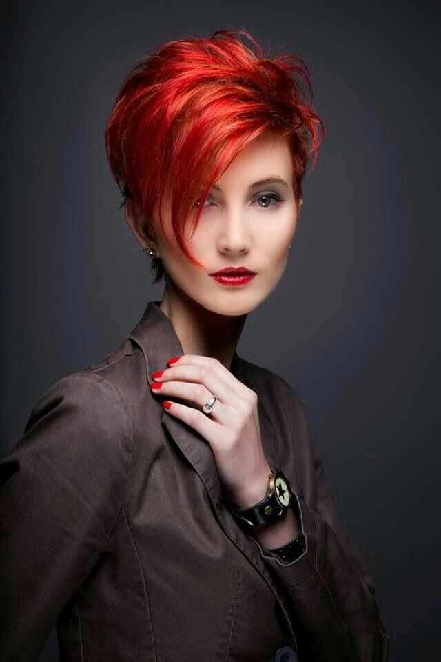 Frisuren frauen,  #Frauen #frisuren #Kurzhaarfrisurenrot