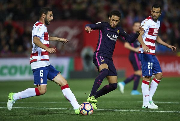 Neymar Jr of FC Barcelona (C) competes for the ball with David Rodriguez Lomban (L) and Matthieu Saunier of Granada CF (R) during the La Liga match between Granada CF v FC Barcelona at Estadio Nuevo Los Carmenes on April 02, 2017 in Granada, Spain.