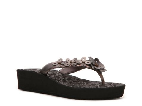eb729fb373 Clarks Women's Skiff Cayman Flip Flop   Honeymoon attire   Shoes ...