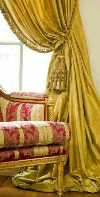 Formal British Or Classical Striped Damask Settee And Solid Gold
