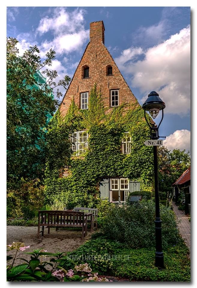 Lübeck, Ihlhornstift, zu erreichen von der