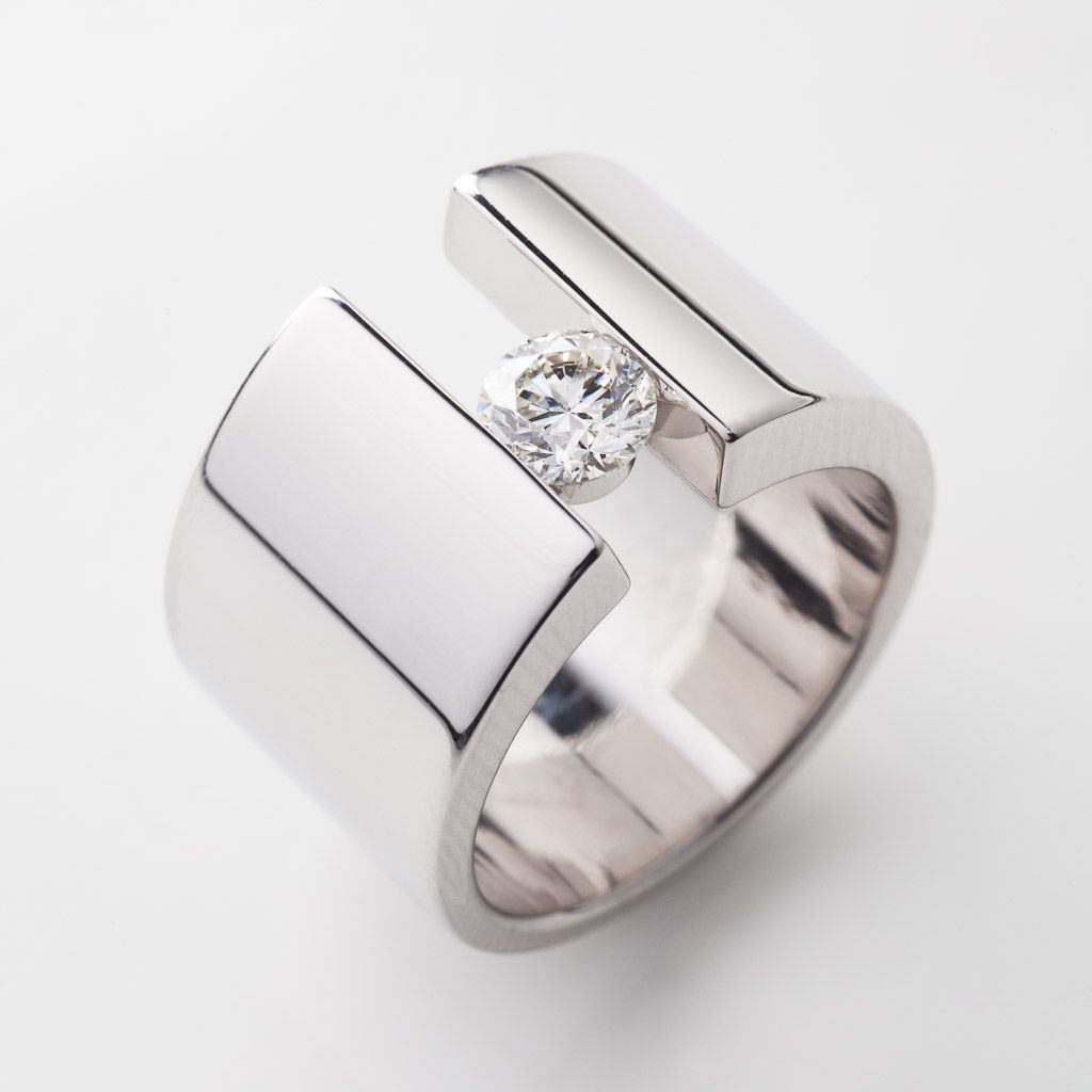 Modern Jewelry Design Ideas: Modern Engagement Ring Design With White Diamond By