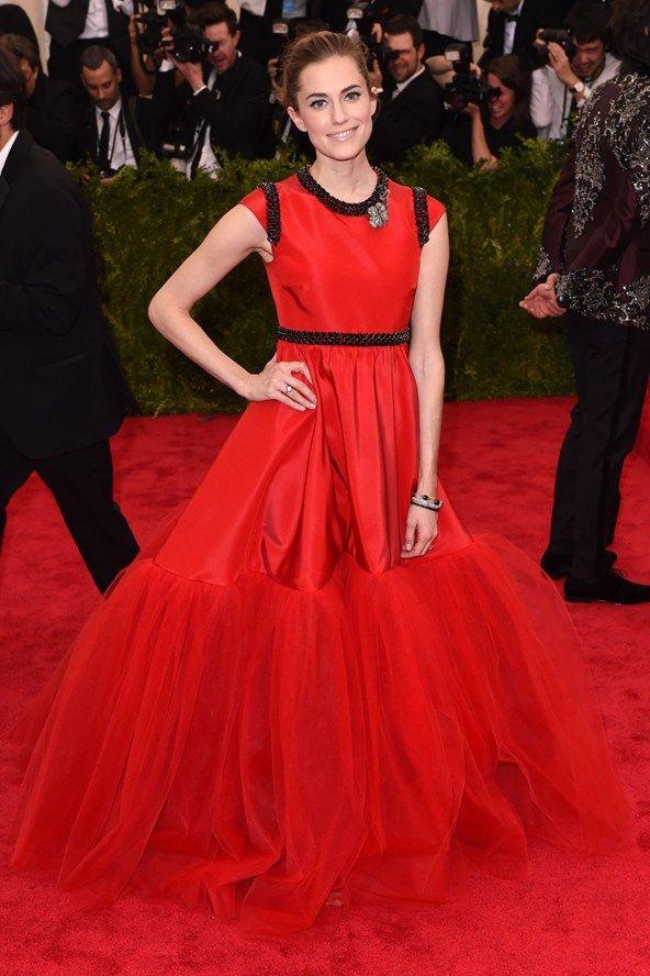 Allison Williams wore a Giambattista Valli Custom Haute Couture dress.