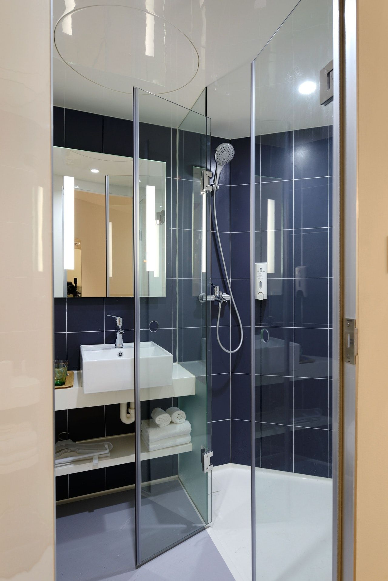 Expert Tips To Help You Choose The Best Bathroom Tiles Best Bathroom Tiles Amazing Bathrooms Bathroom Interior