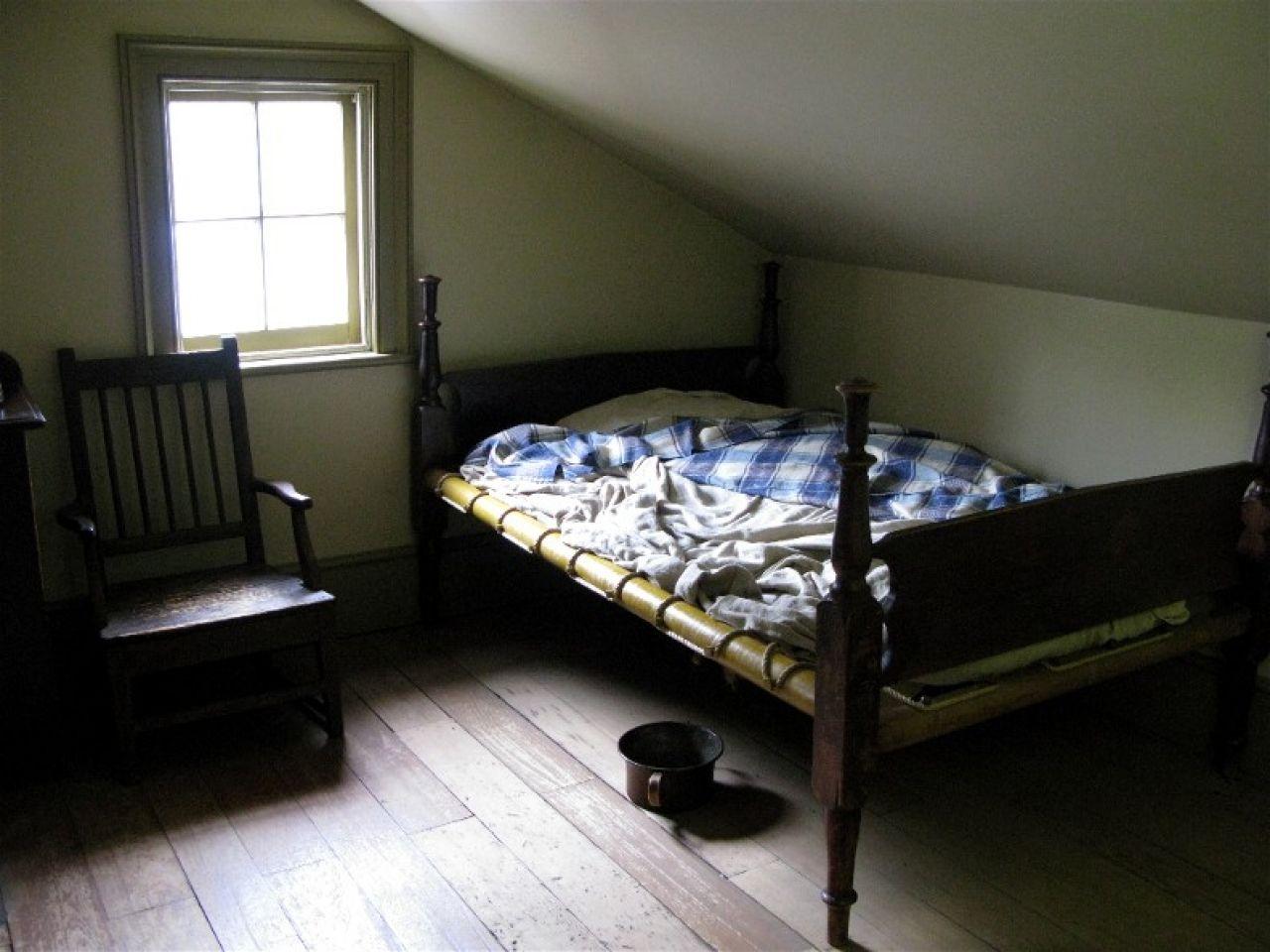 Small Old Bedroom old-timey-bedroom-ideas-old-dark-bedroom-cbdb0c3fd394f12c
