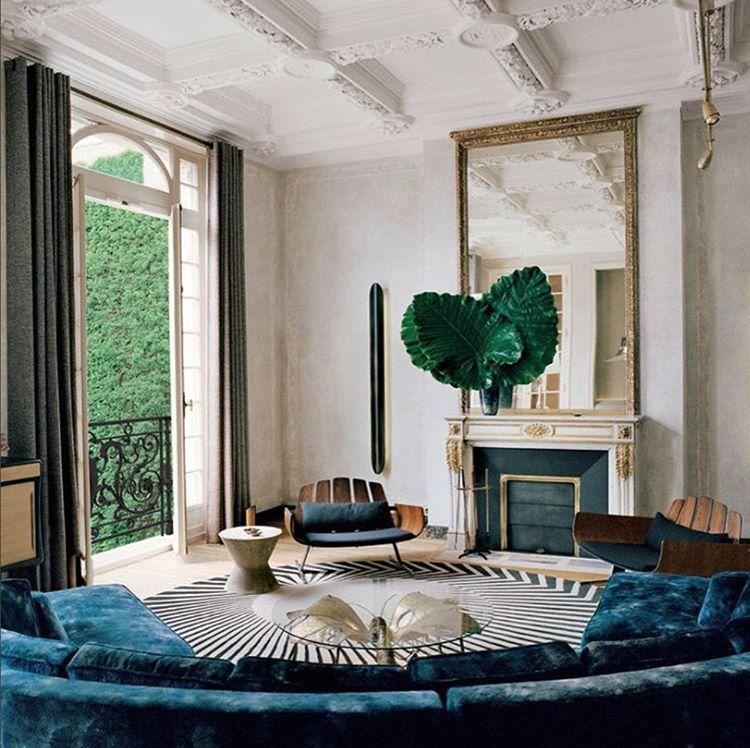 A blue velvet Studio KO sofa combining with midcentury barrel chairs by the Brazilian Modernist Jorge Zalszupin✨#interiordesignblog #livingroom #interiordesign #interiordesigner #livingroomdecor #livingroomset #chairs #sofa #centertable #mirrors #lighting