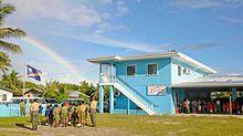 Izado de la bandera de Islas Marshall en la Escuela Cooperativa de Majuro, la capital del país.