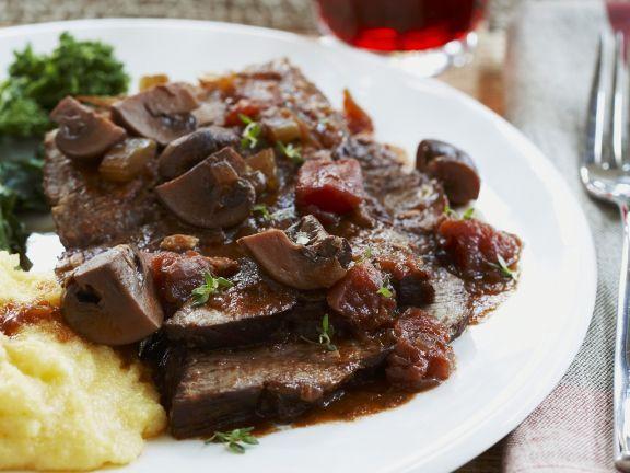 Geschmorter Rinderbraten mit Pilzen ist ein Rezept mit frischen Zutaten aus der Kategorie Rind. Probieren Sie dieses und weitere Rezepte von EAT SMARTER!