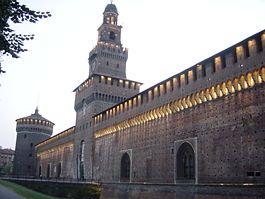 Замок Сфорца  Главный въезд в замок с башней Филарете.