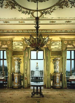 the balcony room at buckingham palace royal residents of the u k slott lyx hem inredning. Black Bedroom Furniture Sets. Home Design Ideas