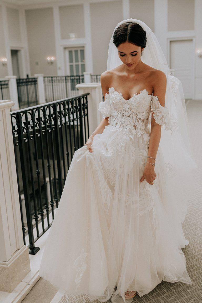 Hochzeit im Grand Hotel Heiligendamm Bridal dress off-shoulder