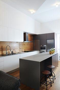 Cuisine élégante En Noir Et Blanc, Credence En Bois | Black And White  Kitchen,