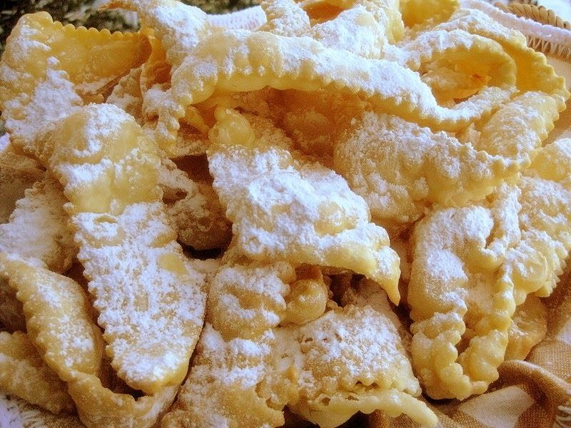 These Fried Treats Also Called Frappe Cenci Crostoli Galani Or Other Names Depending On The Region Crostoli Recipe Italian Cookies Italian Cookie Recipes