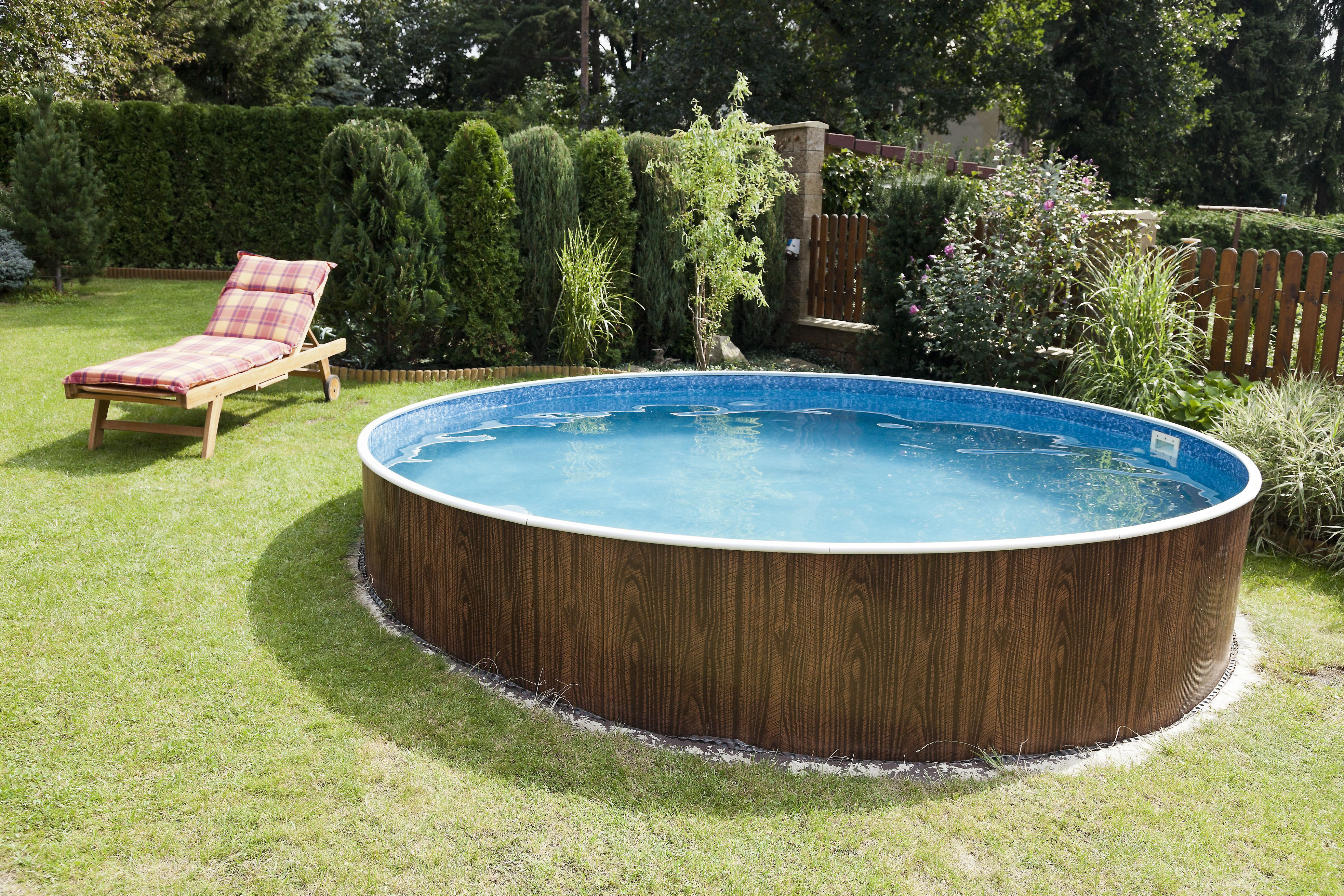 How to Decorate Around an Ground Swimming Pool