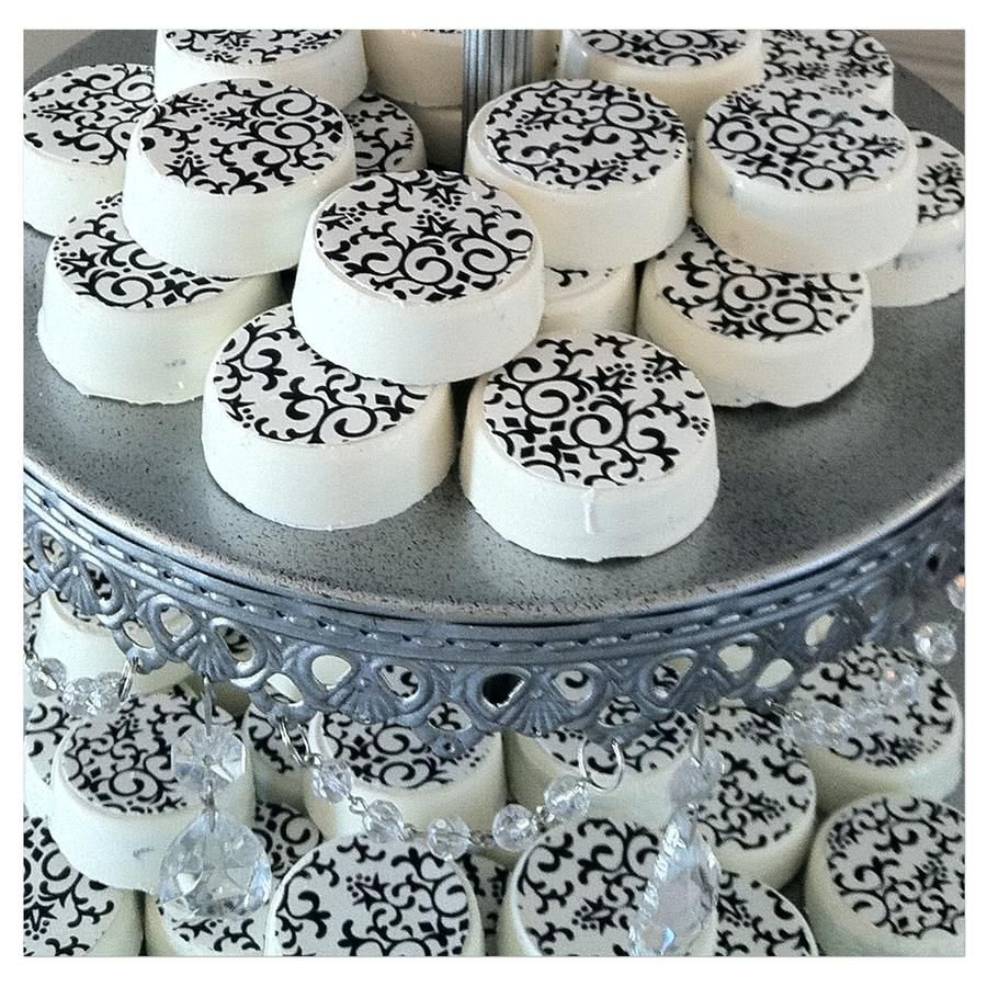 black and white candy table bythe candy brigade
