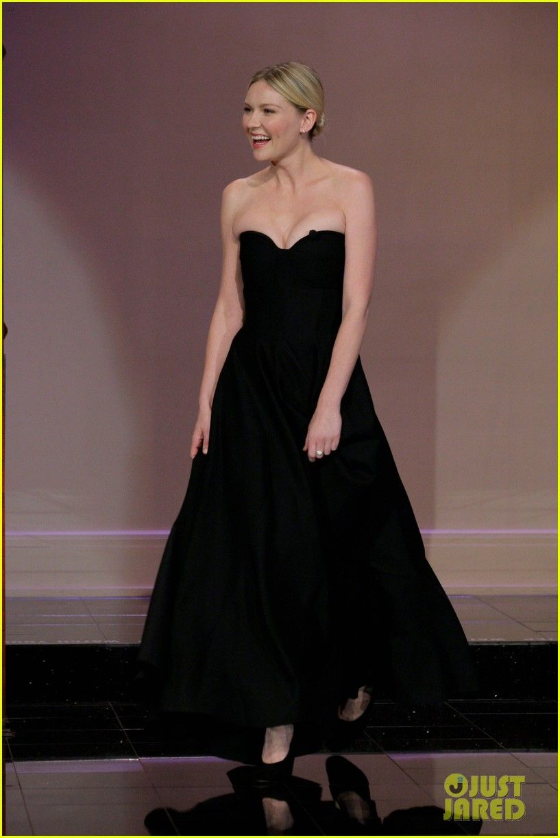 Kirsten dunst looking gorgeous in the simple and clean long black