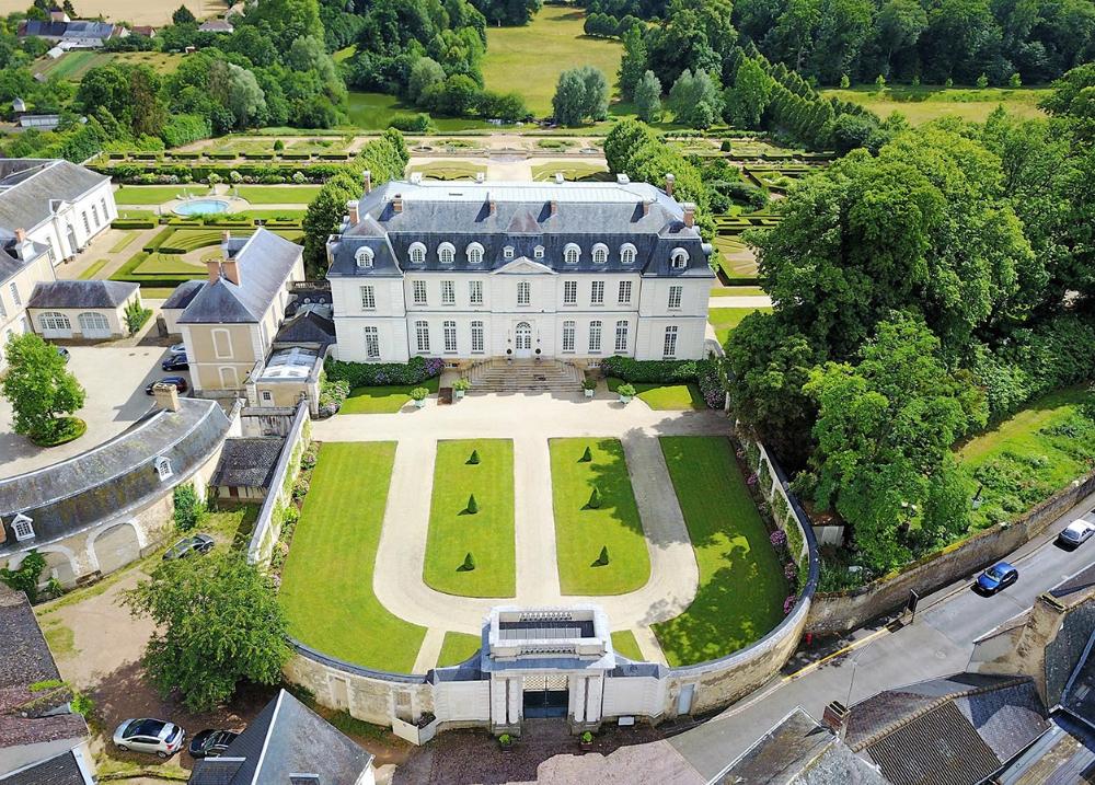 Gallery HOTEL CHÂTEAU DU GRANDLUCÉ in 2020 Chateau