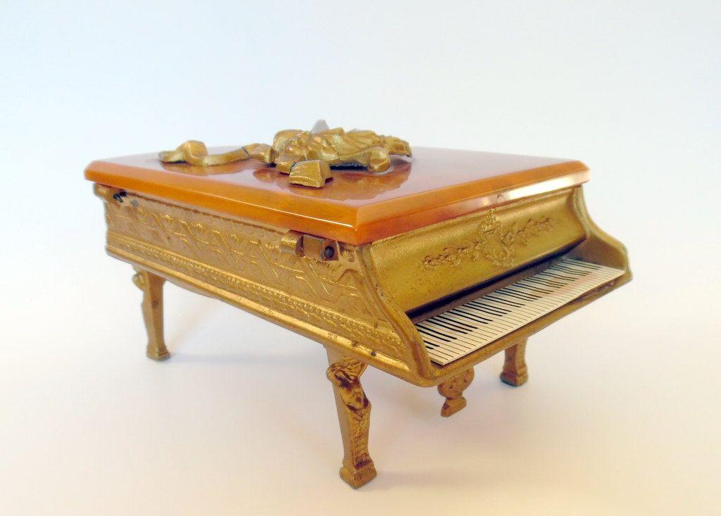 SILVERITE COMPANY MUSICAL Grand Piano Butterscotch Bakelite Metal  Wreath Ribbon…