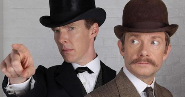 Benedict Cumberbatch e Martin Freeman aparecem em imagem do especial de Natal de Sherlock http://ow.ly/ESioa