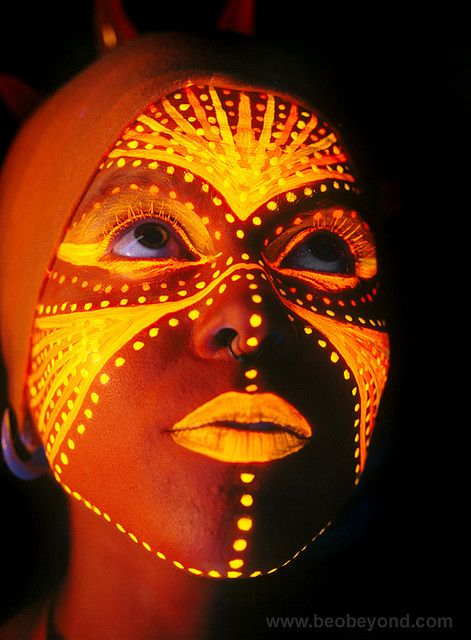 Blacklight Face Paint. Maquillage