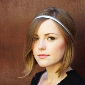 Mutate your accessories to wear them as a different piece. Step by step how to make a cute headband using an old belt.