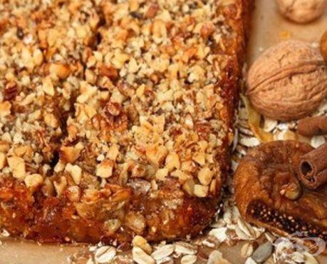 Овесена пита със сушени плодове, лешници и мед