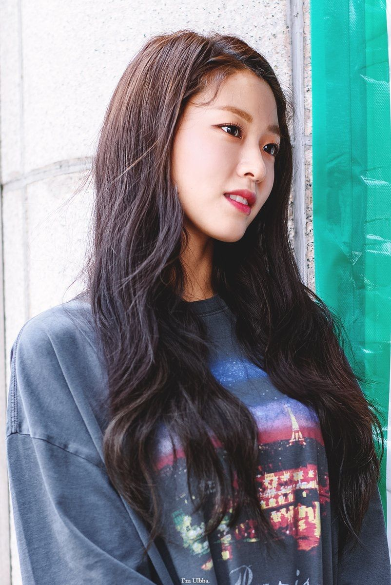 Pin By Tin Phan On Aoa Seolhyun Hair Styles Long Hair Styles Beauty