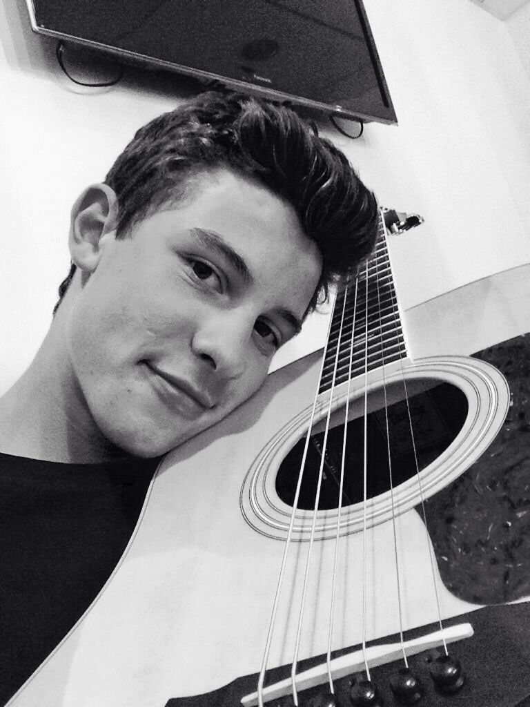 Shawn and his taylor guitar | Shawn Mendes❤️❤️ | Shawn