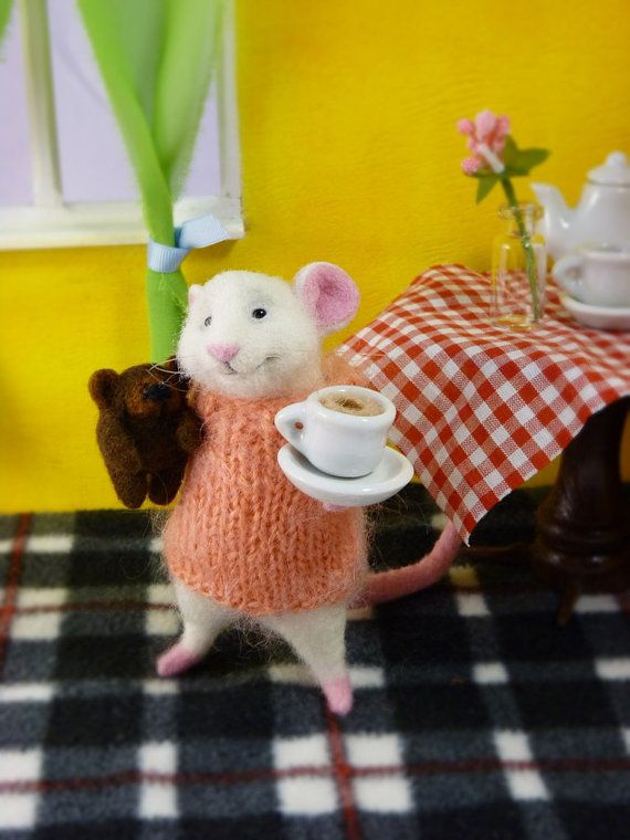Needle felted wool Felt doll Filz mouse Felt toys Mouse and coffee Felted animal Miniature bear White mouse Mouse and bear Cup of coffee #felttoys