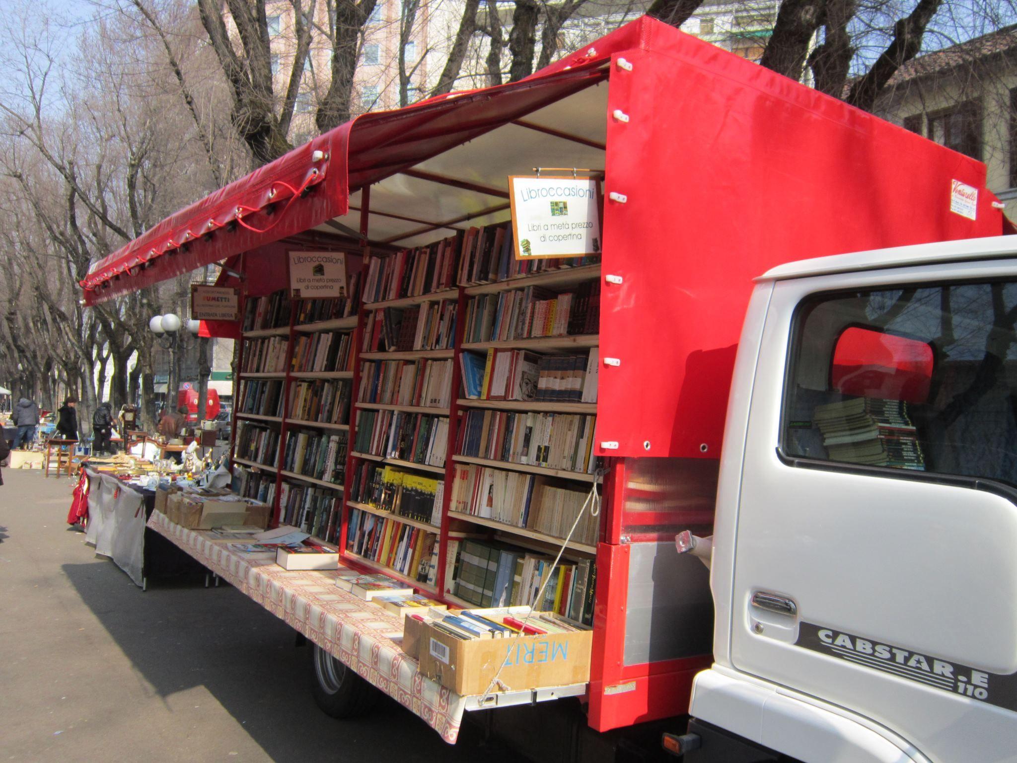 Librairie mobile, marché de Barlafus - Vercelli, Piemont, Italie