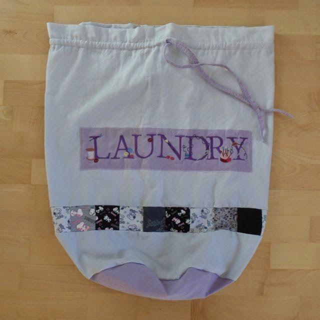 w schesack aus laken und aussortierter kleidung laundry bag made from bed linen and discarded. Black Bedroom Furniture Sets. Home Design Ideas