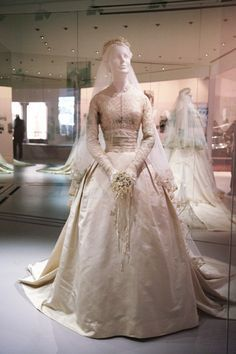 Grace kelly wedding dress philadelphia museum of art address