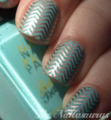 chevron finger nails-- like awesome wall paper.
