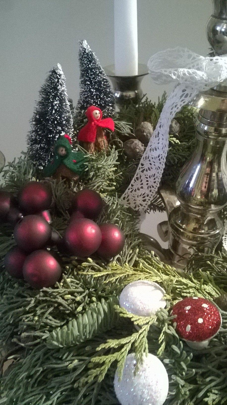 Mit Liebe gemacht von Petra Heinrich. Detailansicht Adventskranz mit Hirschen auf Silberleuchter.