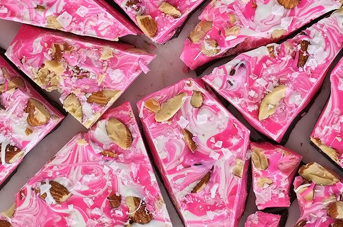 Valentijnsrecept - 3 kleuren chocolade met chipotle en amandelen - ThePerfectYou.nl