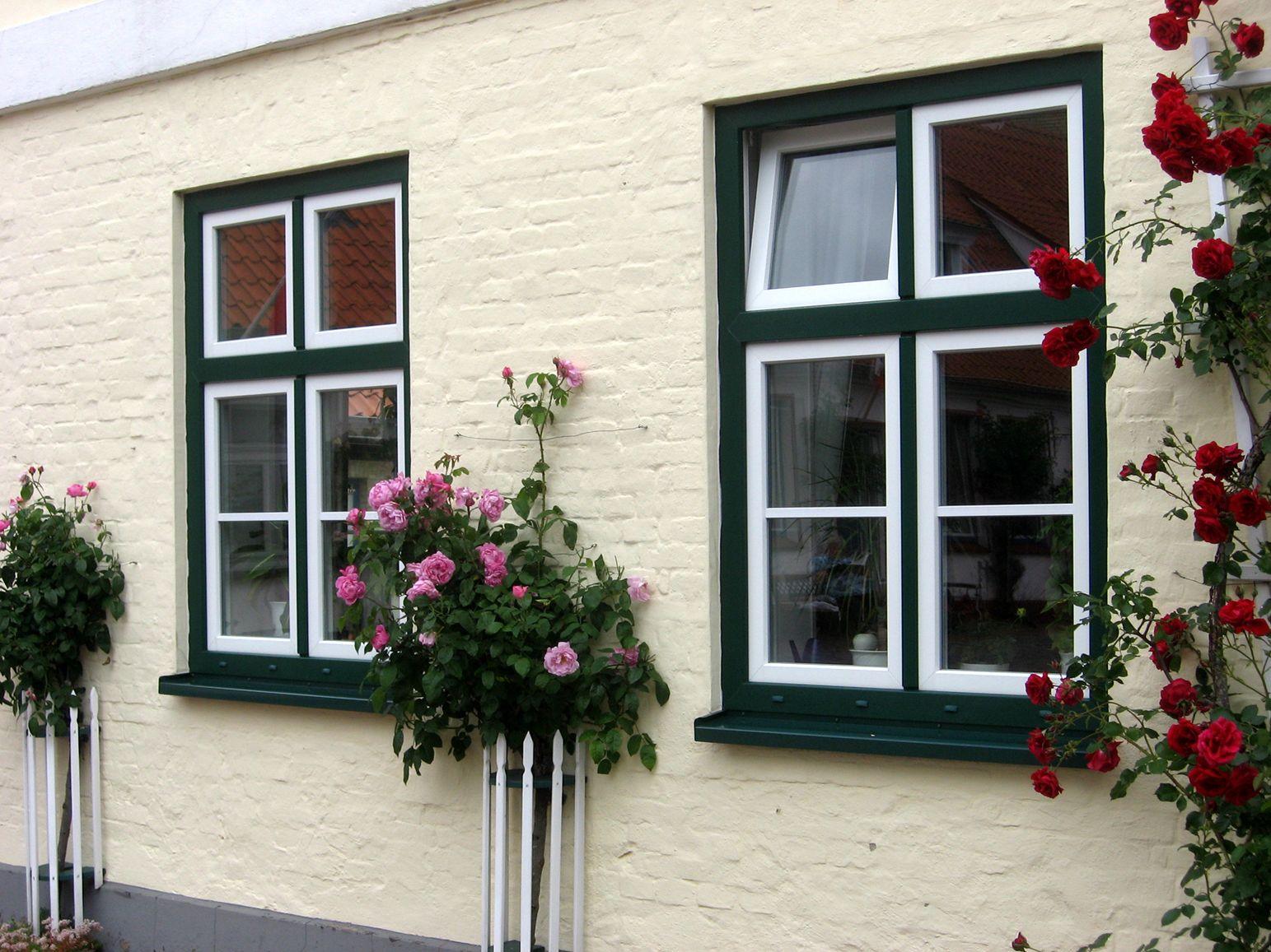 Fassadengestaltung einfamilienhaus grün  So schön können bunte Fenster und Türen sein. (Fotos: VFF/Renolit ...