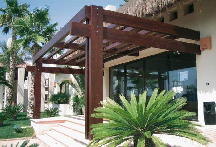 P rgolas en el frente de la casa modelos de p rgolas para for Choza de jardin de madera techo plano