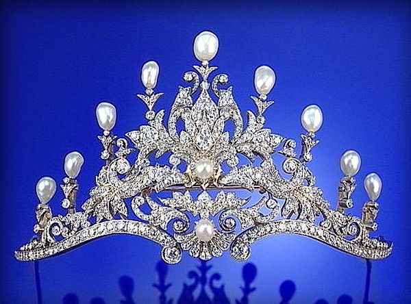 BAROQUE PEARL AND DIAMOND TIARA, CIRCA 1890, Designed as a series of graduated floral,...