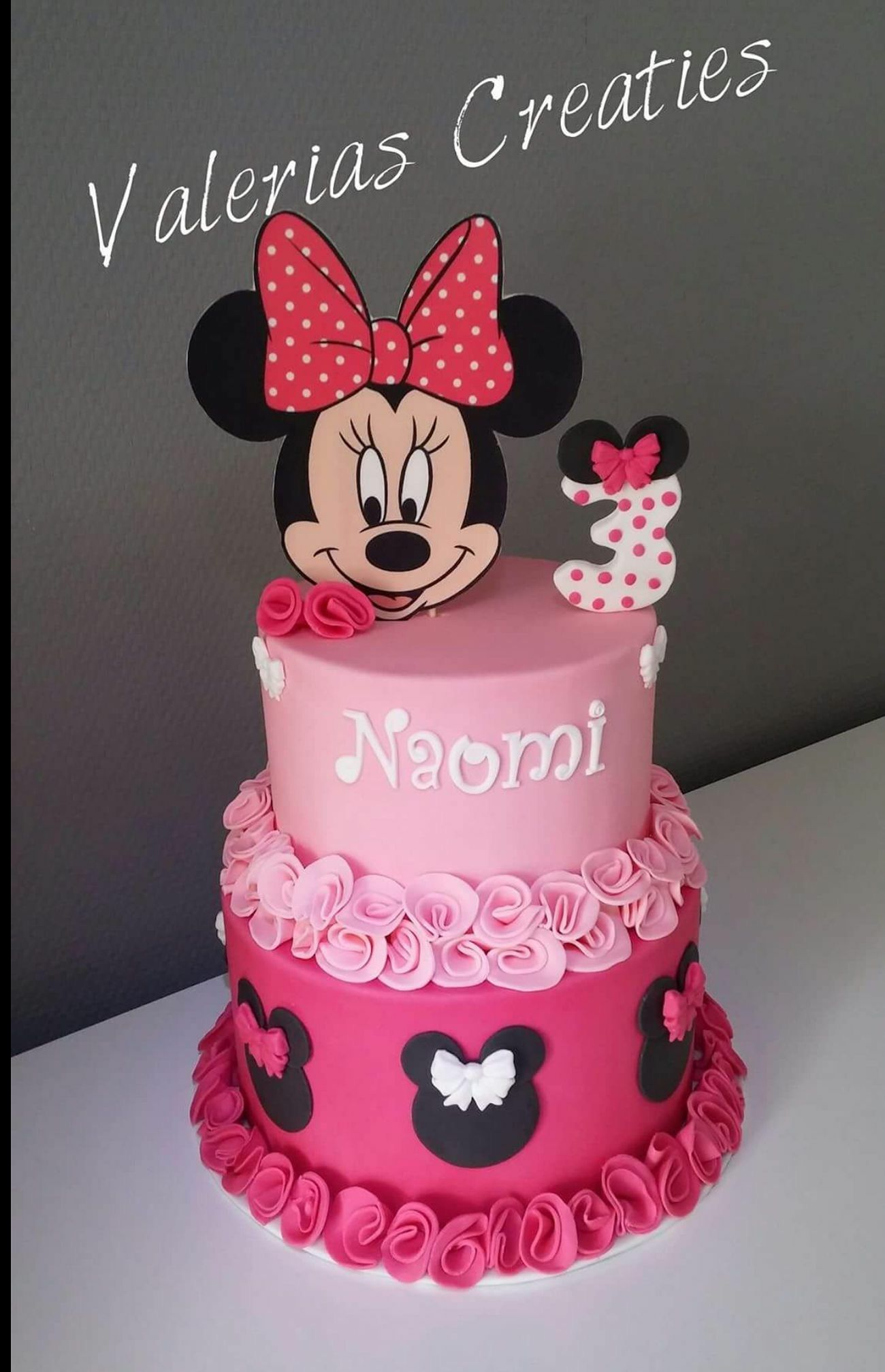 Pin by Maribel Garcia Alberu on Taarten | Minnie mouse birthday cakes,  Minnie cake, Mickey and minnie cake