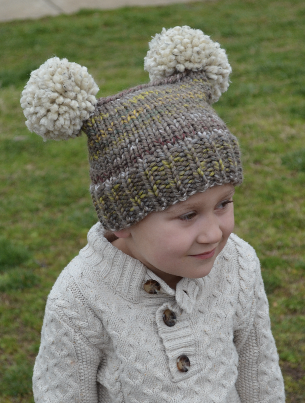 Chunky Double-Pom Hat   Loom knitting patterns, Loom knit ...