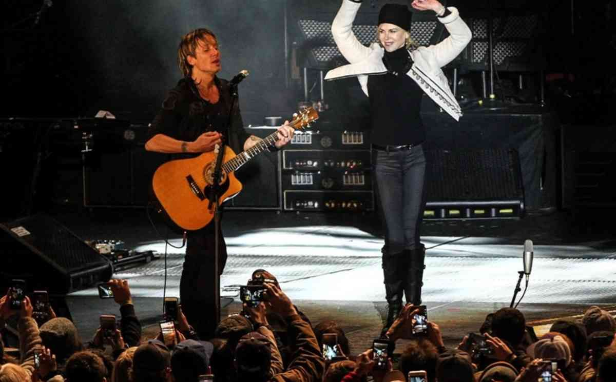 Nicole Kidman's dancing On Stage Beside Keith Urban Divide
