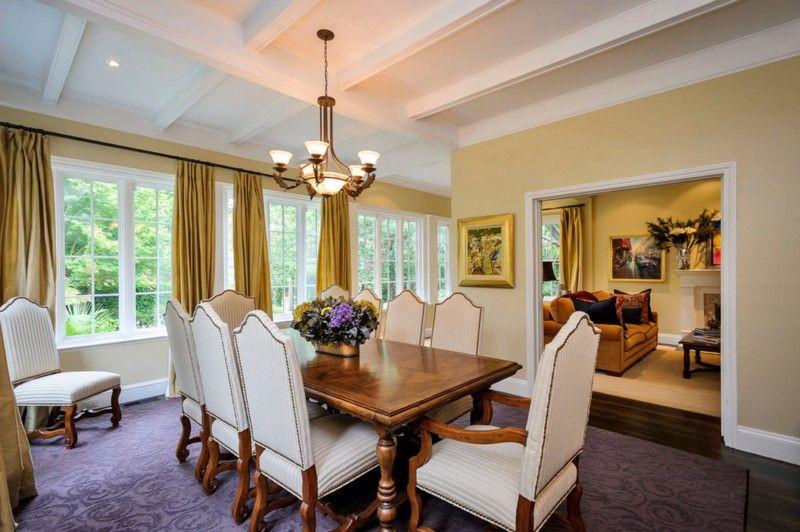 De construcci n cl sica casa grande con elegancia y for Casa clasica moderna interiores