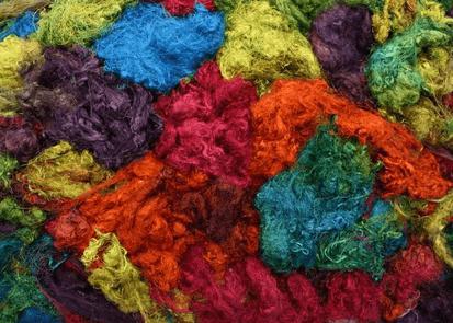 silkkitrasseli 10 g, 725 paratiisi, UUTUUS syksy 2015, käsinvärjätty silkki
