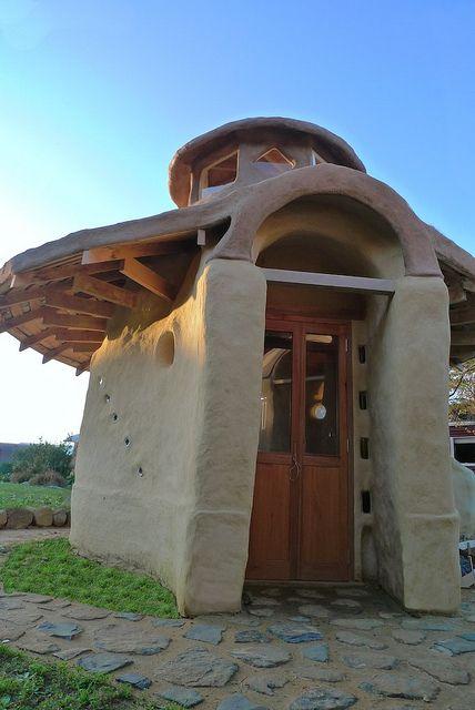もっとも安く 簡単で 頑丈で 地球に優しい家を 自分で 建てる方法