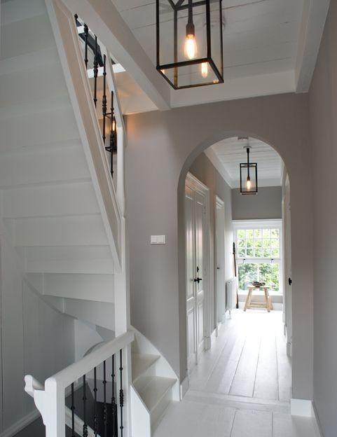 Witte trapgat trappen pinterest verlichting lampen en landelijk wonen - Hal entreehal ...
