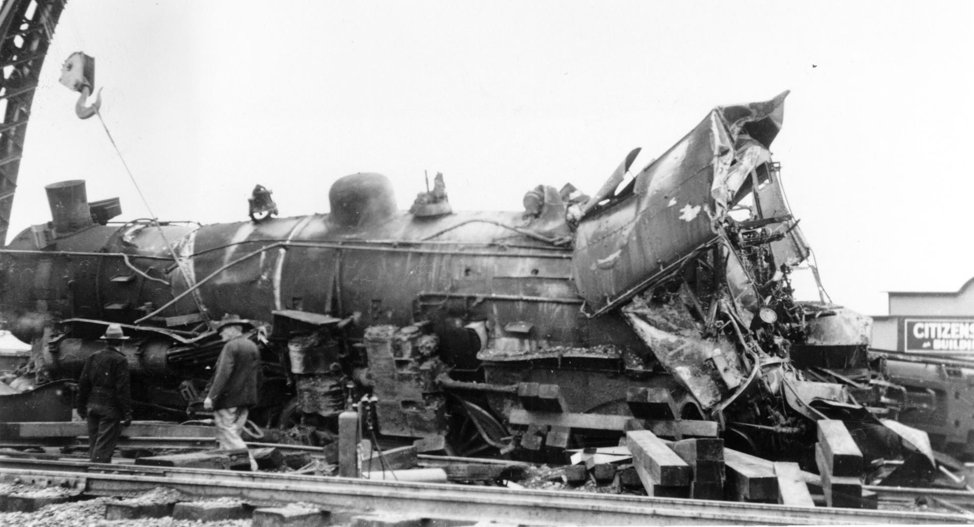 Wreck of SP steam locomotive 2479 at Selma, CA (south of