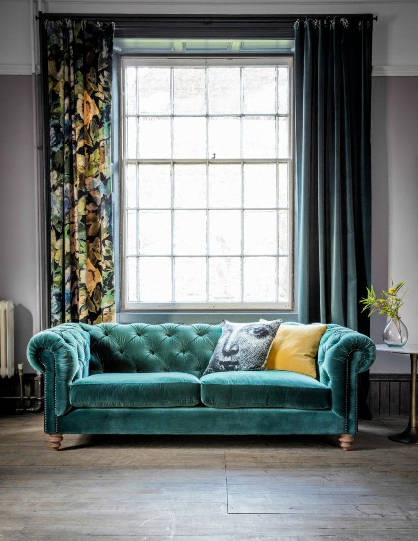 Wohnzimmer Mit Chesterfield Sofa Albert Velvet Chesterfield Sofa Available In 27 Colours And 2