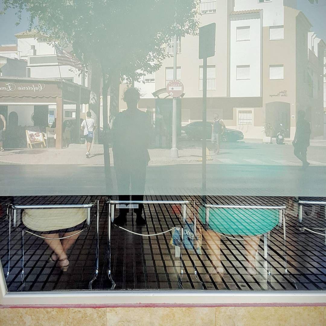 Señoras  #gloriarodriguez #rota #urban #escaparate #reflection #reflejos…