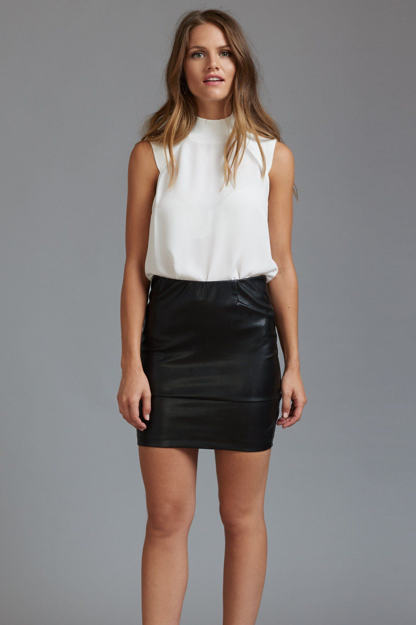 Textured leather meets a hot mini length to bring you the perfect fitted skirt.