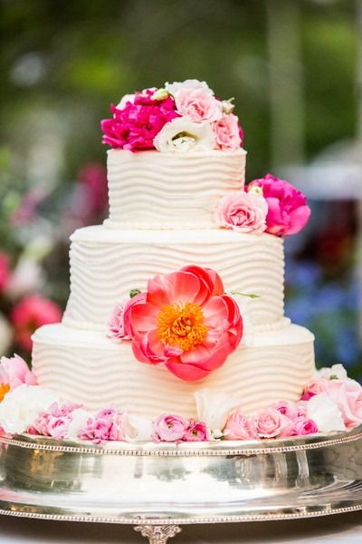 White Floral Cake With Hot Pink Accents At Jamaica Destination Wedding Venue Hummingbird Hal Destination Wedding Jamaica Pink Wedding Cake Wedding Cake Jamaica